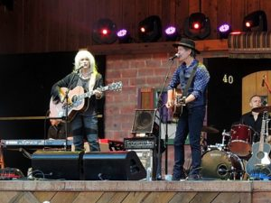 450px-Emmylou_Harris_and_Rodney_Crowell