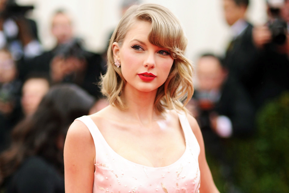 "NEW YORK, NY - MAY 05:  Taylor Swift attends the ""Charles James: Beyond Fashion"" Costume Institute Gala at the Metropolitan Museum of Art on May 5, 2014 in New York City.  (Photo by Dimitrios Kambouris/Getty Images)"